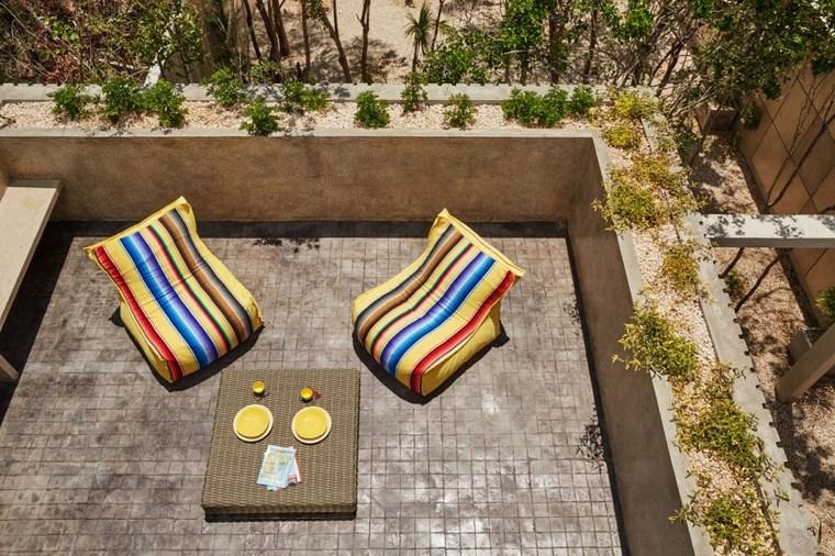 design mexico terrasse fauteuils jaunes idées