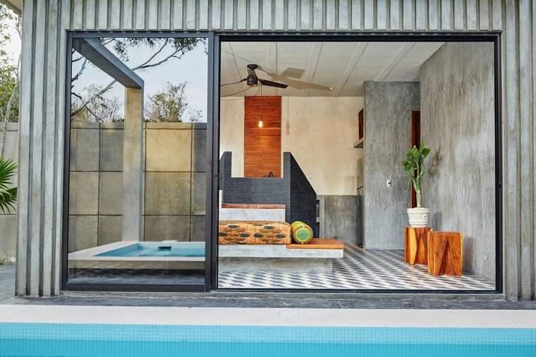 mexique-maison-design-portes-en-verre-jardin