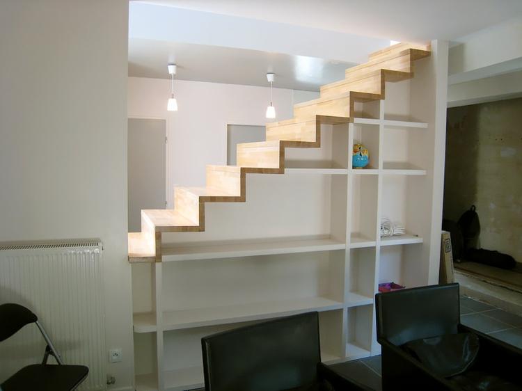 bibliothèque de compartiments d'escalier design original