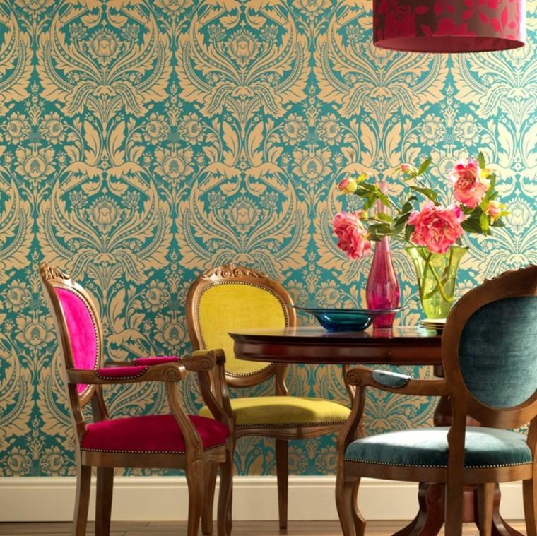 Chaises en papier peint baroques idées de salle à manger aux couleurs vives