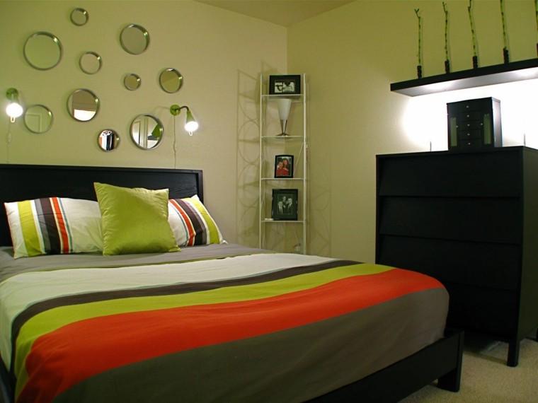 miroirs ronds décorant des idées de mur vert clair