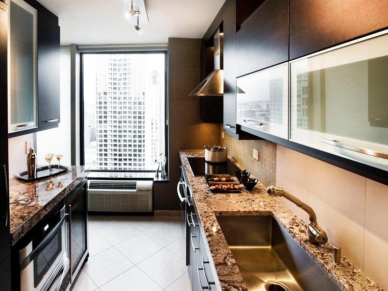Idées de comptoirs de meubles en marbre de petite cuisine étroite