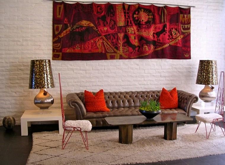 Lampes de coussins de canapé de salon rouge éclectique