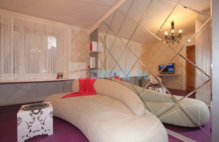 miroirs muraux design chambre lit