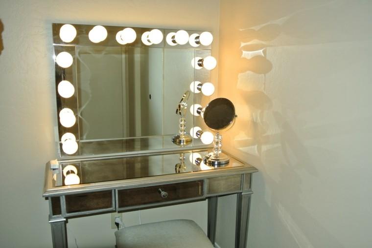 surface de miroir de lumières d'ampoules de commode