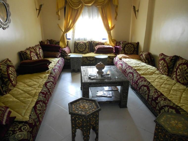Table basse jaune salon idées de style marocain