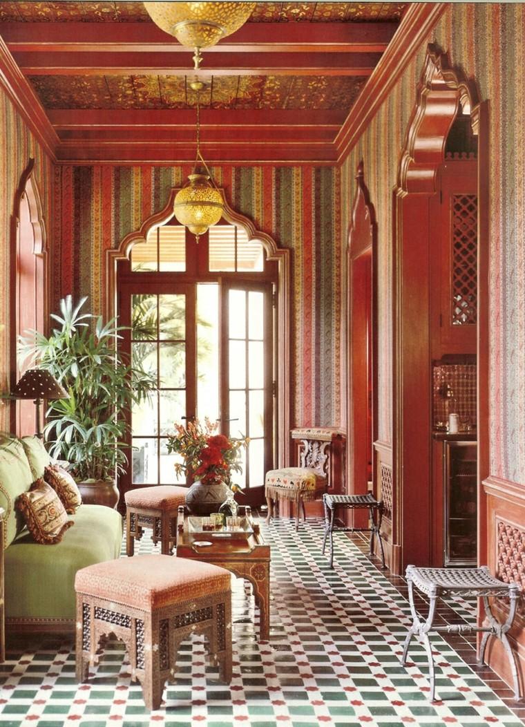 Maroc salon mosaïque grandes fenêtres chaises