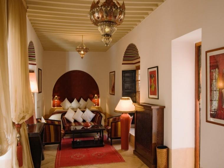 Maroc tapis de salon étroit coussins blancs rideaux