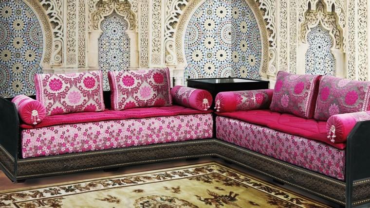 murs en mosaïque canapé rose idées de style marocain vibrant