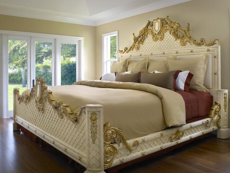 grand lit finitions or idées de chambre à coucher