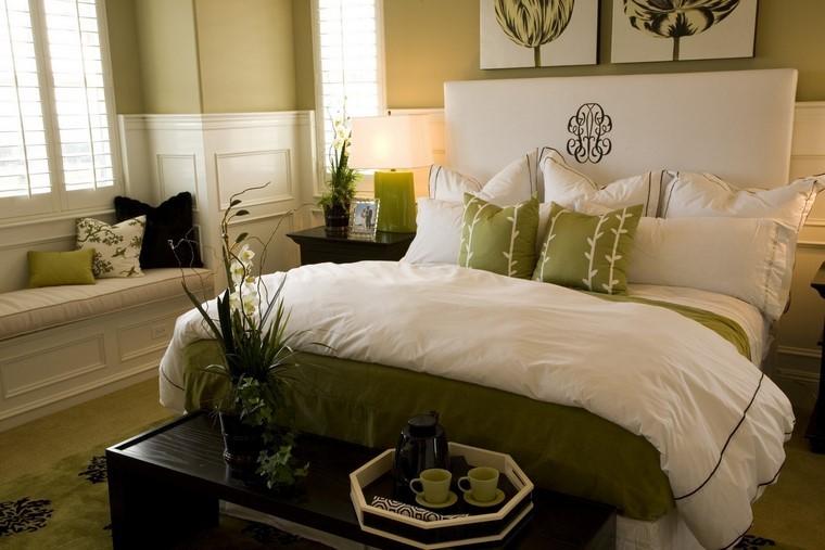 grand lit coussins verts idées intéressantes