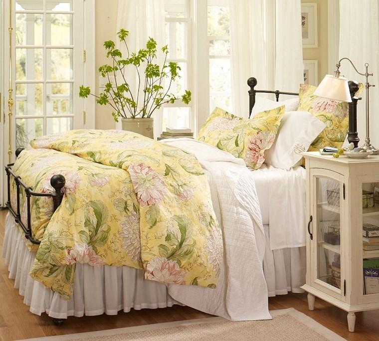relax coussins de lit vêtements imprimés idées florales