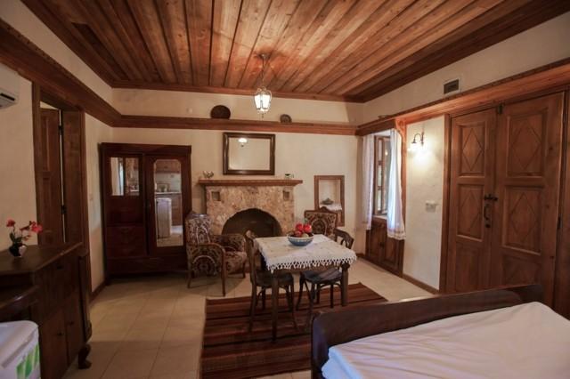 maison de campagne toit bois brun design incroyable