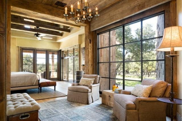 plafond en bois grande fenêtre salon style rustique grande