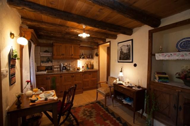 maison de campagne toit en bois de style rustique