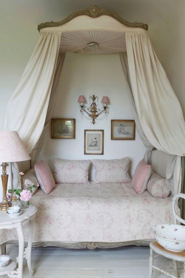 adorable lit de moustiquaire rose coussins
