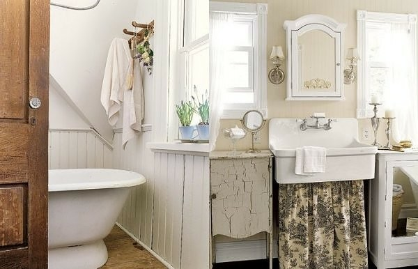 meuble de salle de bain blanc usé