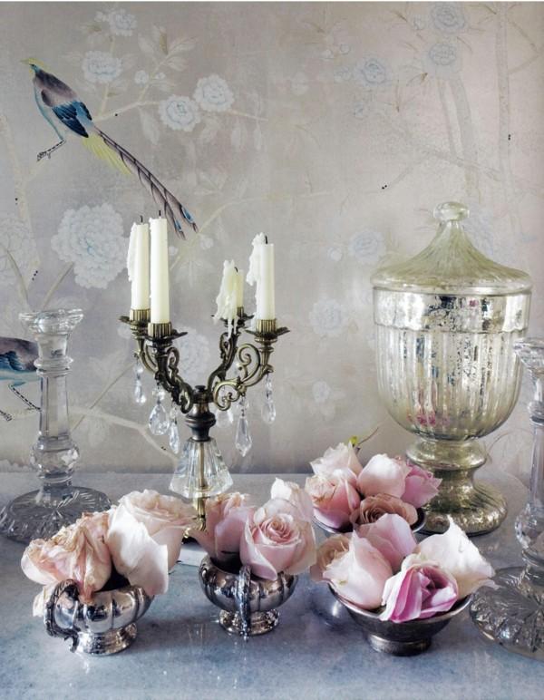 table de décoration roses rétro