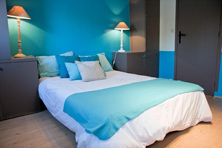 lit de chambre moderne très bleu