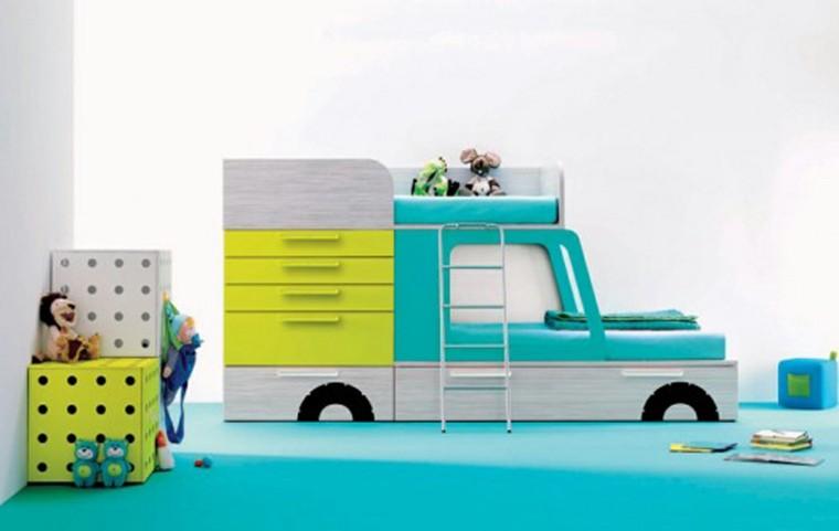 lit de chambre d'enfant voiture bleue