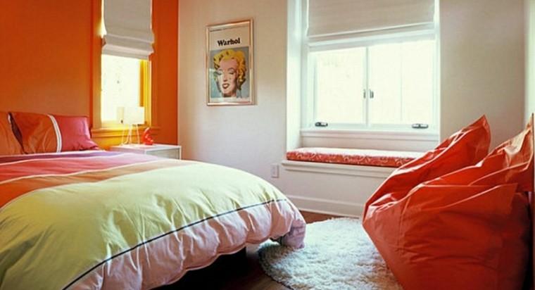 chambre éclairée joli couvre-lit orange