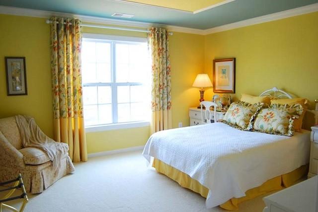 design d'intérieur avec des rideaux d'éclairage de chambre aux couleurs chaudes