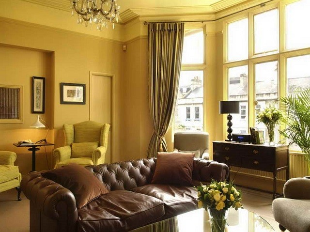 design d'intérieur avec des meubles de couleurs chaudes meubles de salon
