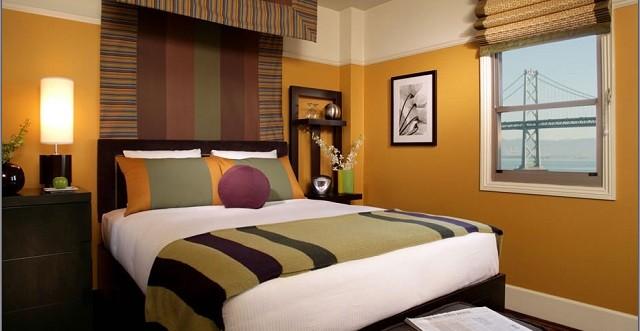Lampes de couleurs chaudes de meubles en bois