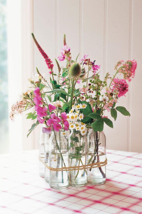 Comment faire un centre de table d'arrangement floral avec des fleurs sauvages