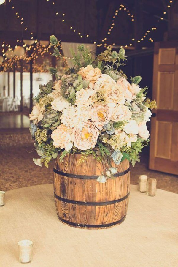 Comment faire un centre de table fleurs en tonneau