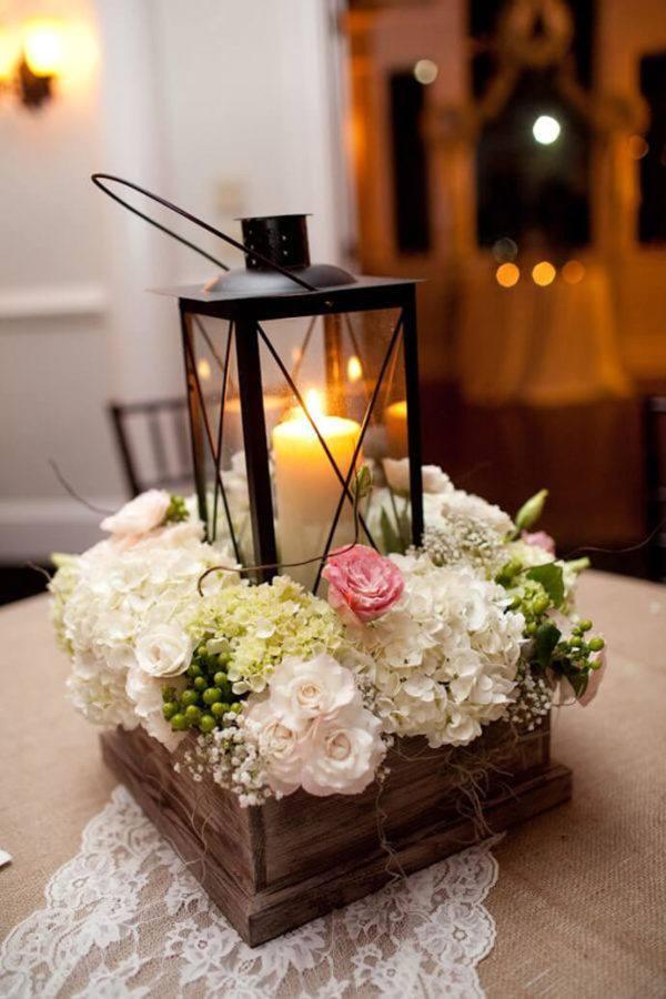 Comment faire un centre de table avec des fleurs au-dessus d'une bougie