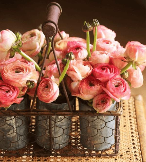Comment faire un arrangement floral de pièce maîtresse de fleur en métal