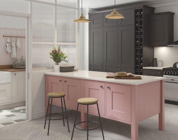 Cuisines roses design de cuisine rose avec armoires noires et comptoir blanc