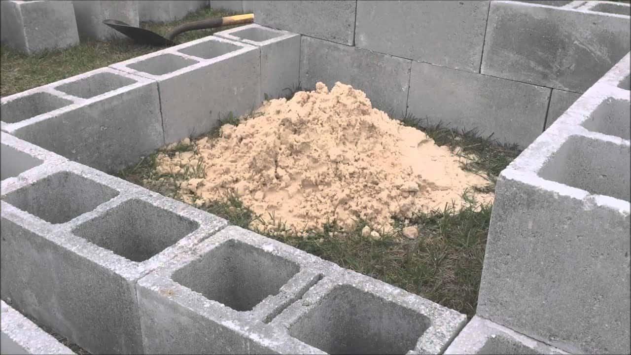 Foyer en parpaing rempli de sable sûr