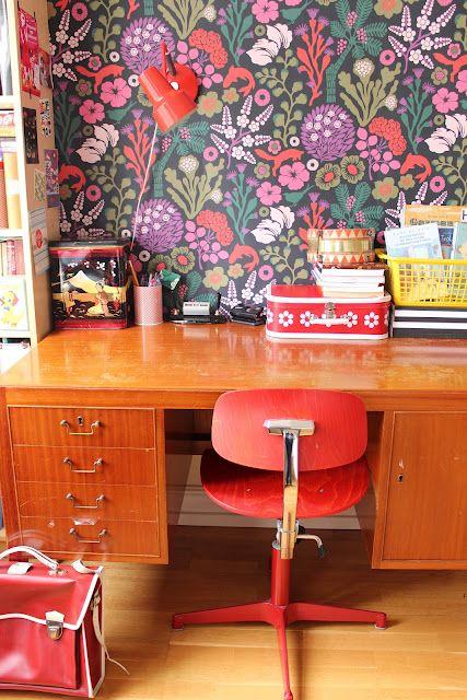 Espace de travail de papier peint rétro coloré