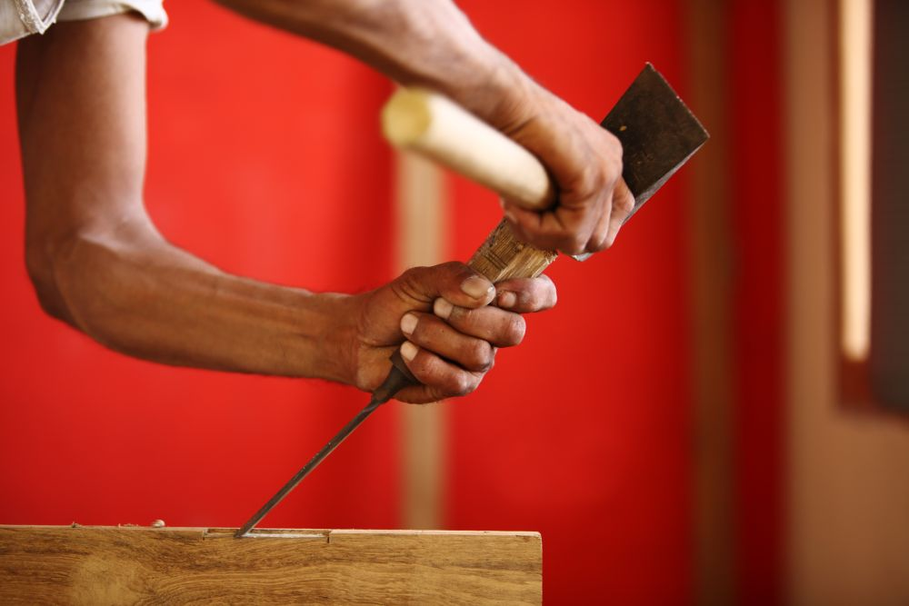 Installer des charnières de porte en faisant des mortaises