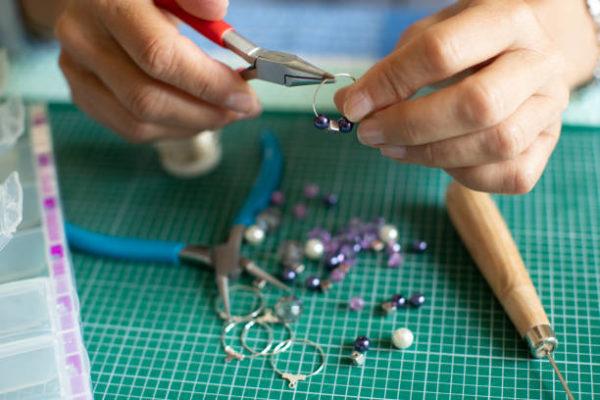 Les meilleures idées d'artisanat pour les bijoux pour personnes âgées