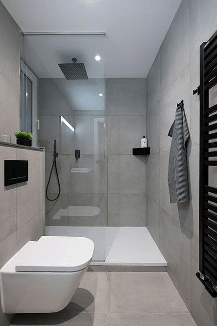 15 petites salles de bain avec douche 2021 2022 sol blanc