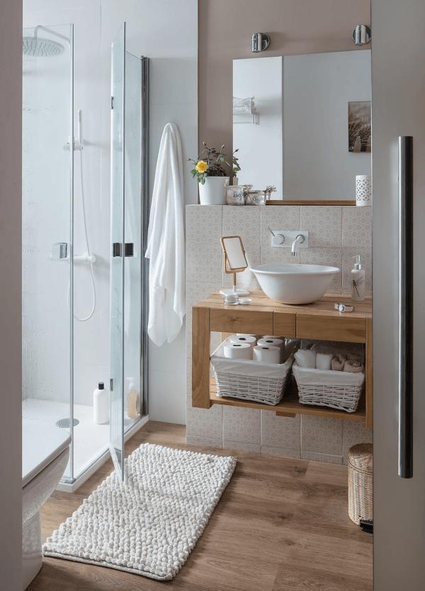 15 petites salles de bain avec douche 2021 2022 LEROY MERLIN salle de bain en bois