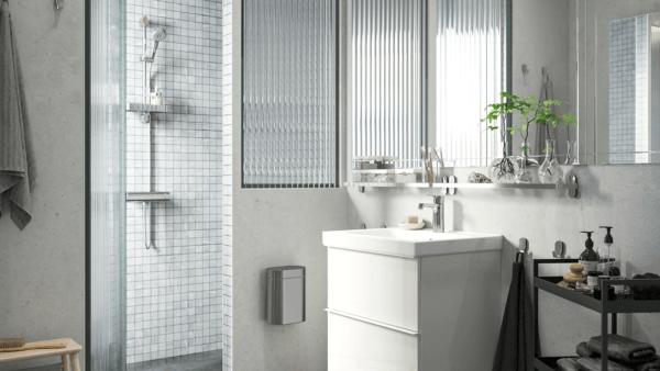 15 petites salles de bain avec douche 2021 2022 Meuble de salle de bain IKEA en blanc