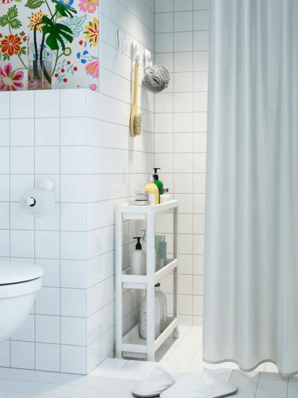15 petites salles de bain avec douche 2021 2022 Meuble de salle de bain IKEA à l'intérieur de la baignoire