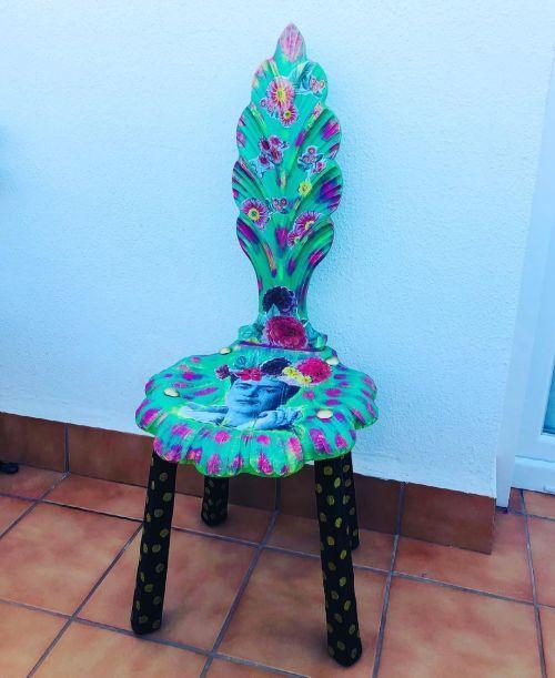 Chaise restaurée à la craie