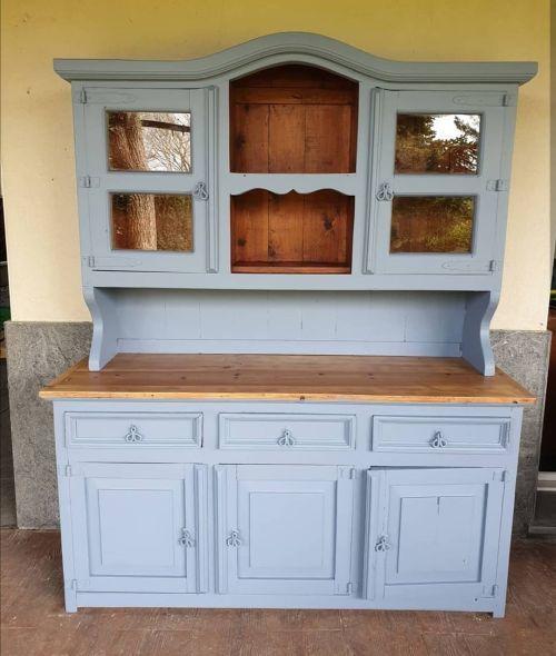 Armoire de cuisine peinte à la craie