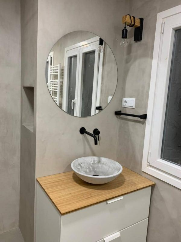 10 petites rénovations de salle de bain pour vous inspirer 2021 2022 salle de bain gris ciment