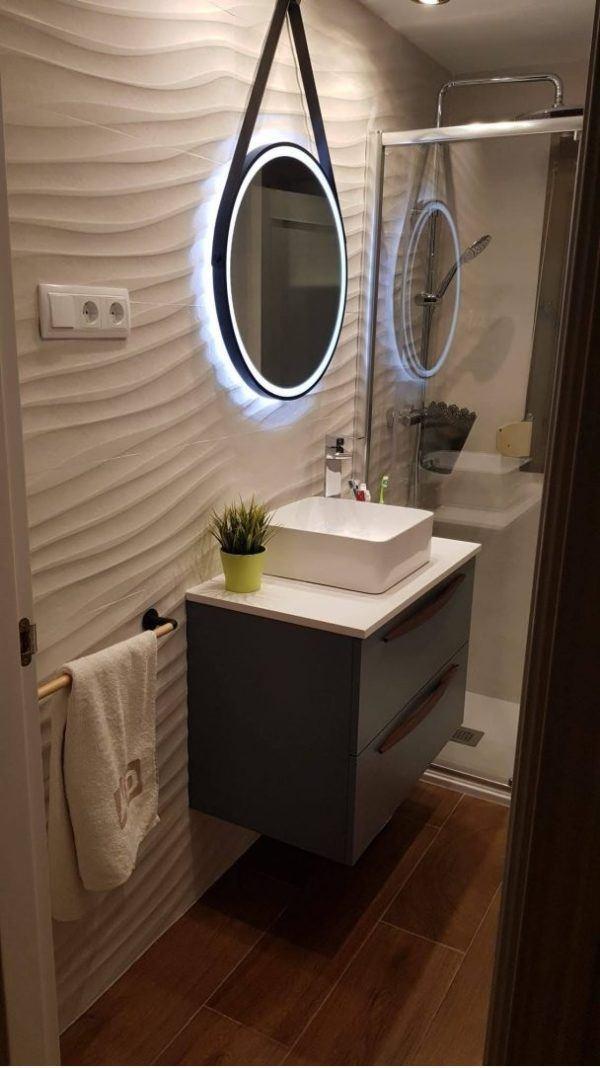 10 petites rénovations de salle de bain pour vous inspirer 2021 2022 murs de salle de bain vagues