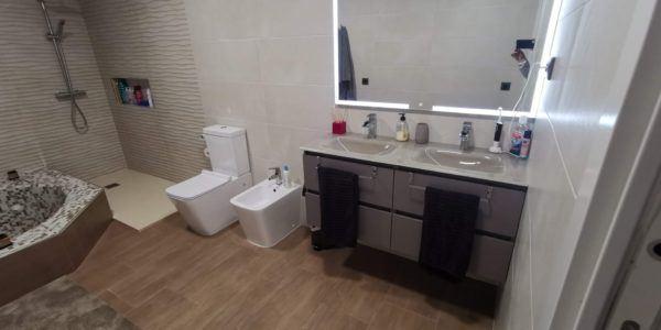 10 petites rénovations de salle de bain pour vous inspirer 2021 2022 salle de bain double