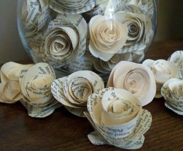 Idées de bricolage avec du papier journal fleuri