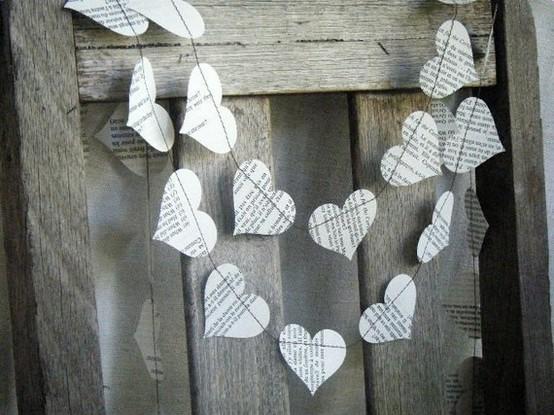 Idées d'artisanat avec du papier journal à guirlande de coeurs