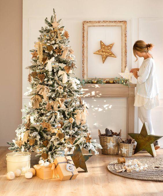 Cheminées de Noël dorées