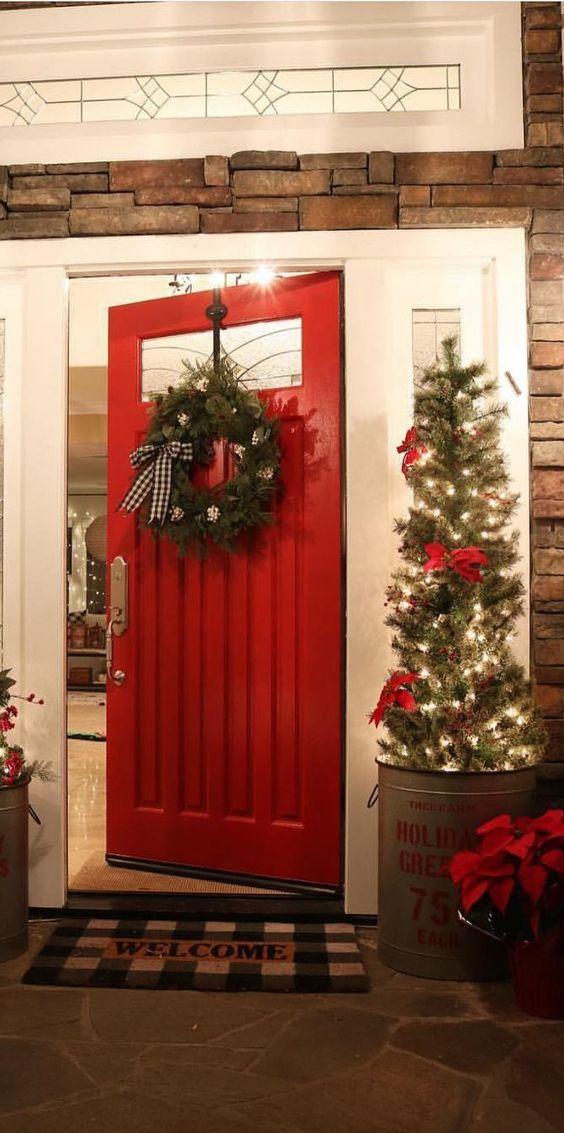 Comment décorer la porte de votre maison à Noël